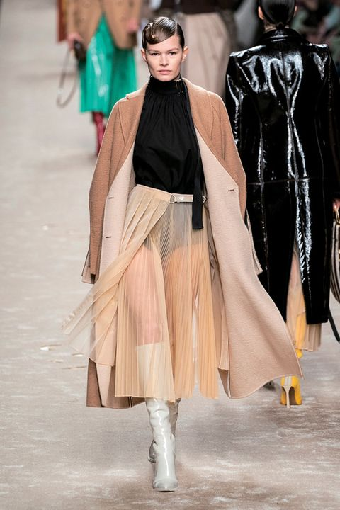 Fashion, Fashion model, Runway, Fashion show, Clothing, Haute couture, Outerwear, Fashion design, Event, Human,