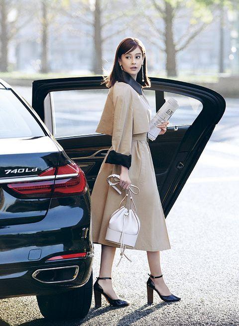 White, Clothing, Street fashion, Automotive design, Car, Vehicle, Beauty, Fashion, Shoulder, Model,