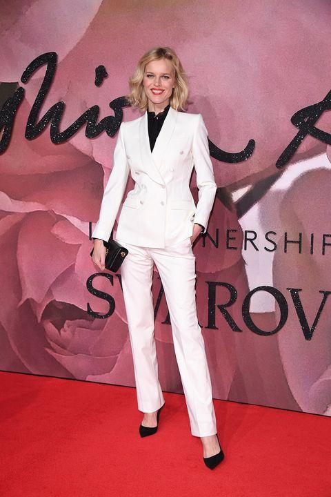 Sleeve, Shoe, Collar, Flooring, Formal wear, Dress shirt, Blazer, Carpet, Suit trousers, Fashion model,