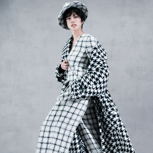 Clothing, Fashion model, Fashion, Pattern, Outerwear, Design, Costume design, Fashion design, Photography, Sleeve,