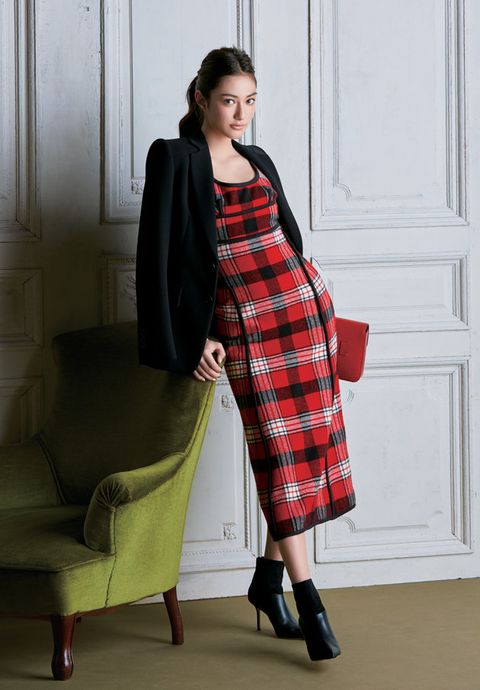 Clothing, Plaid, Sleeve, Tartan, Shoulder, Textile, Joint, Dress, Red, Pattern,