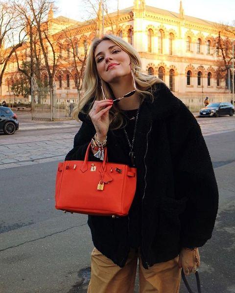 Street fashion, Shoulder, Clothing, Orange, Bag, Fashion, Snapshot, Outerwear, Yellow, Joint,