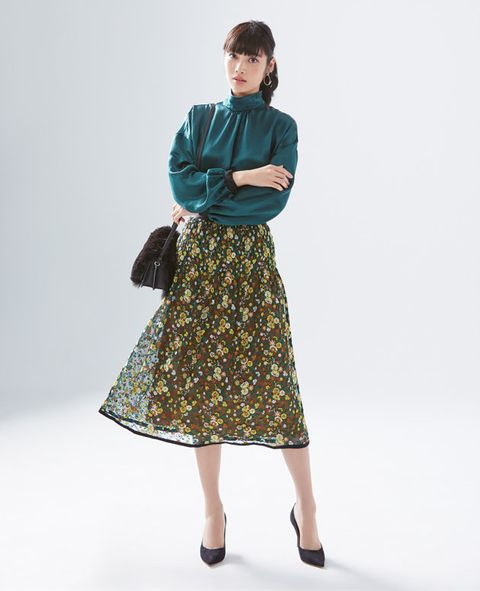 Sleeve, Shoulder, Textile, Joint, Bag, Standing, Style, Pattern, Fashion, Neck,