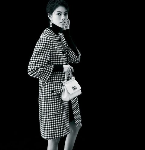 White, Black, Black-and-white, Fashion, Retro style, Fashion model, Pattern, Design, Monochrome photography, Photography,