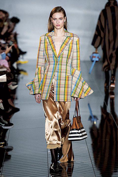 Fashion model, Fashion show, Fashion, Runway, Clothing, Fashion design, Spring, Outerwear, Event, Street fashion,