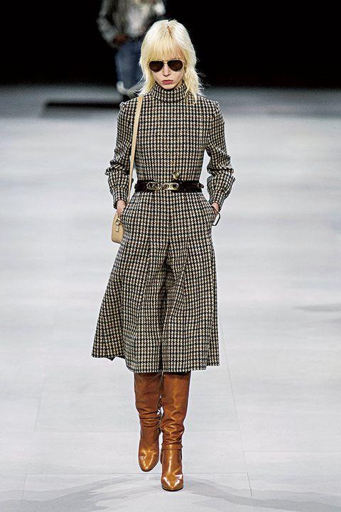 Fashion model, Fashion show, Fashion, Clothing, Runway, Shoulder, Street fashion, Eyewear, Joint, Footwear,