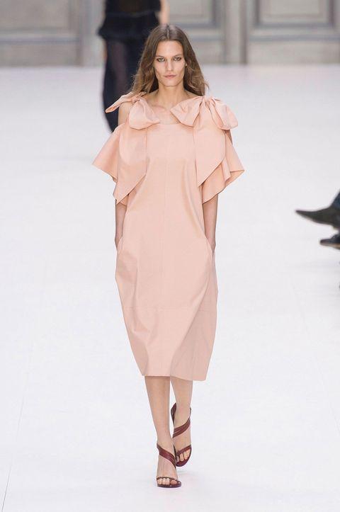 Sleeve, Shoulder, Dress, Joint, Style, One-piece garment, Formal wear, Fashion model, Fashion show, Fashion,