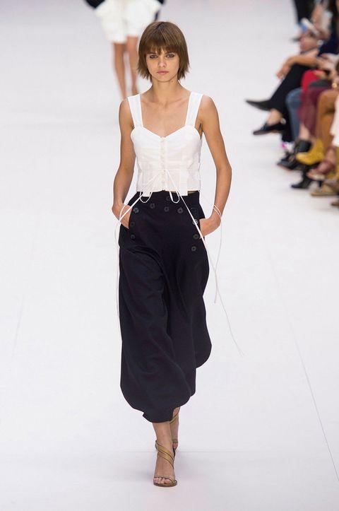 Brown, Sleeve, Human body, Shoulder, Joint, Waist, Style, Street fashion, Knee, Fashion,