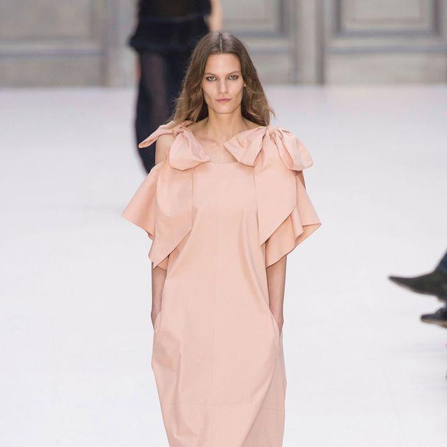 Sleeve, Shoulder, Joint, Dress, Style, Formal wear, One-piece garment, Fashion model, Fashion show, Fashion,