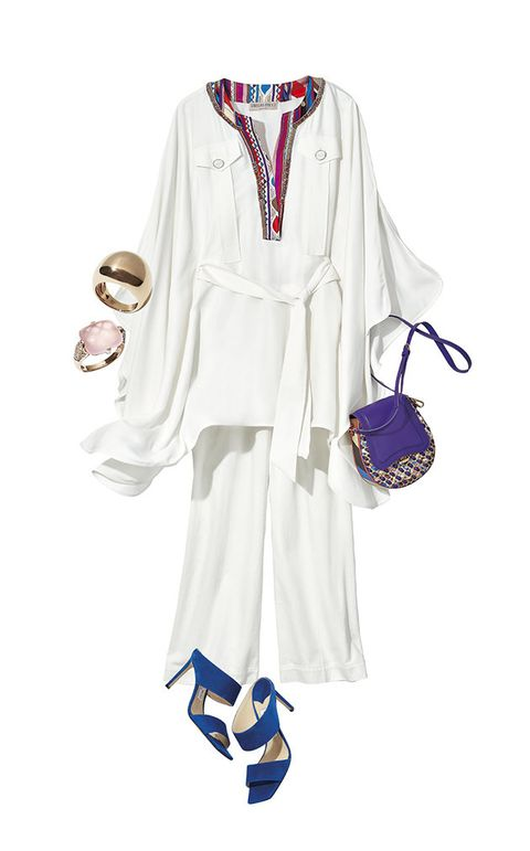 White, Clothing, Dress, Robe, Sleeve, Footwear, Uniform, Neck, Costume, Day dress,