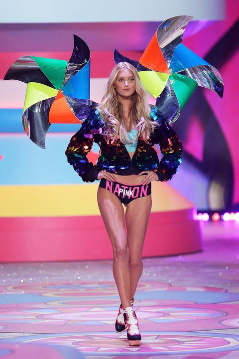 Fashion show, Fashion, Beauty, Public event, Event, Model, Fashion model, Runway, Fun, Fashion design,