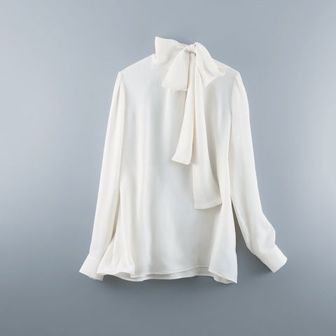 White, Clothing, Outerwear, Collar, Blouse, Sleeve, Neck, Beige, Clothes hanger, Top,
