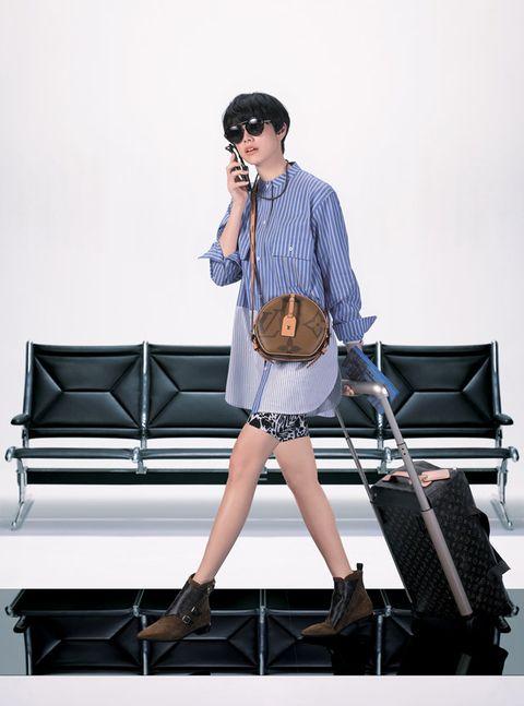 Fashion, Performance, Leg, Shoulder, Footwear, Shorts, Singer, Shoe, Street fashion, Musician,