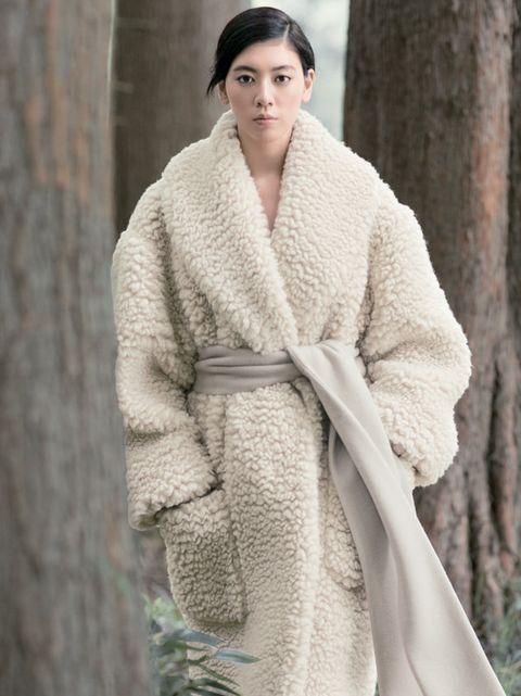 Clothing, Fur, Outerwear, Robe, Beauty, Wool, Fashion, Wrap, Beige, Textile,