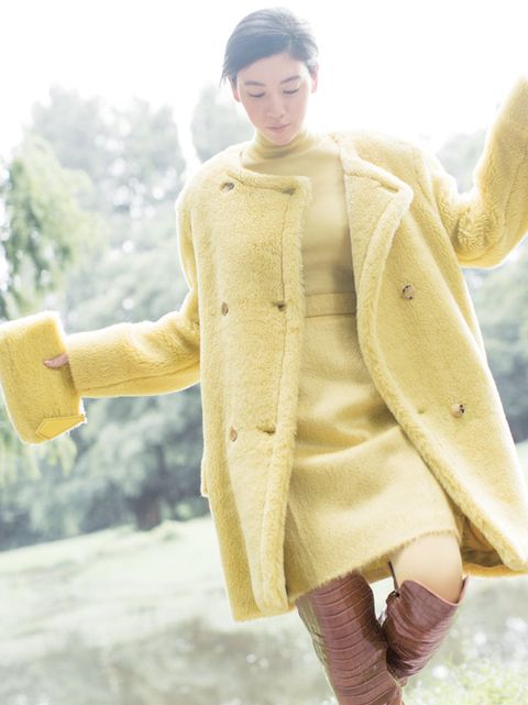 Clothing, Outerwear, Overcoat, Yellow, Coat, Fashion, Fur, Sleeve, Sweater, Beige,