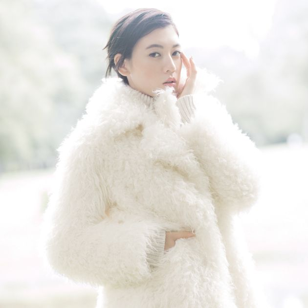 Fur, White, Fur clothing, Clothing, Outerwear, Skin, Coat, Overcoat, Textile, Winter,