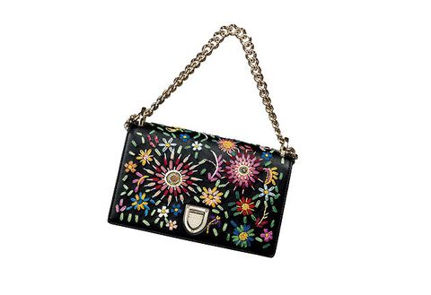 Handbag, Bag, Shoulder bag, Fashion accessory, Shoulder, Chain, Tote bag, Design, Material property, Luggage and bags,