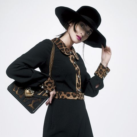 Clothing, Shoulder, Black, Neck, Sleeve, Fashion, Outerwear, Joint, Waist, Hat,