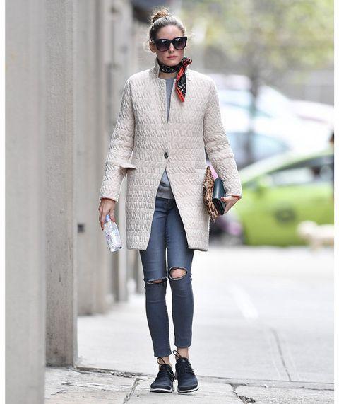 Clothing, Street fashion, Fashion, Outerwear, Coat, Footwear, Snapshot, Beige, Blazer, Jeans,