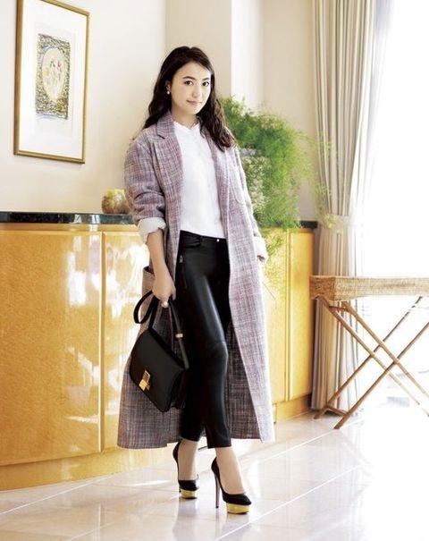 Clothing, Street fashion, Fashion, Outerwear, Footwear, Snapshot, Coat, Ankle, Fur, Knee,