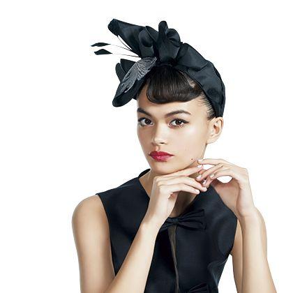 Hair, Clothing, Headpiece, Hairstyle, Beauty, Black hair, Hair accessory, Fashion, Headgear, Lip,