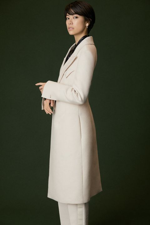 Clothing, Coat, Overcoat, Trench coat, Outerwear, Formal wear, White coat, Neck, Sleeve, Duster,