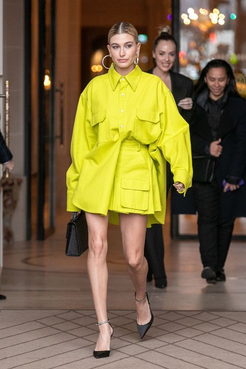 Fashion model, Fashion, Clothing, Yellow, Outerwear, Street fashion, Fashion show, Coat, Haute couture, Fashion design,