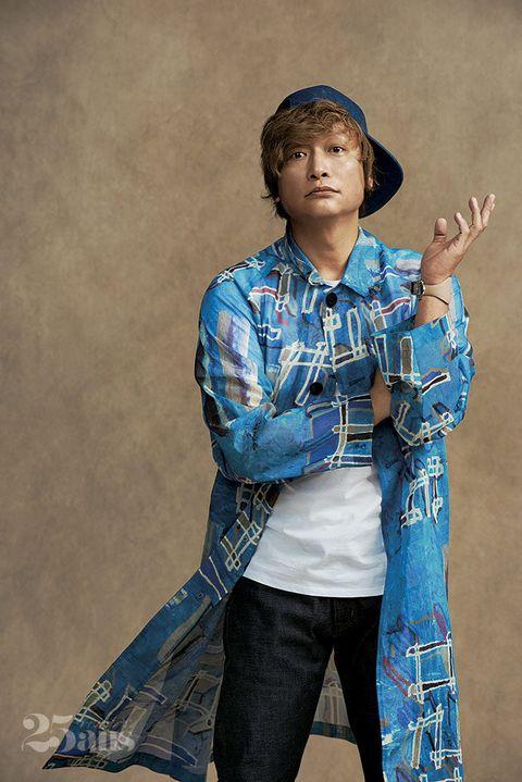 Jeans, Denim, Textile, Photography, Headgear, Smile, Sitting, Style,