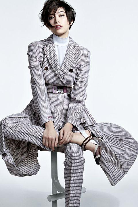 Leg, Collar, Sleeve, Shoulder, Sitting, Textile, Dress shirt, Joint, Pattern, Style,