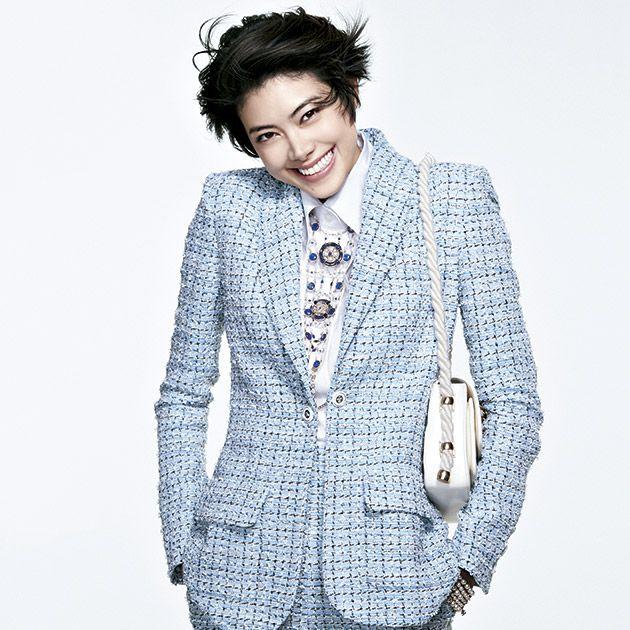Clothing, White, Suit, Outerwear, Blazer, Jacket, Hairstyle, Cool, Fashion, Formal wear,