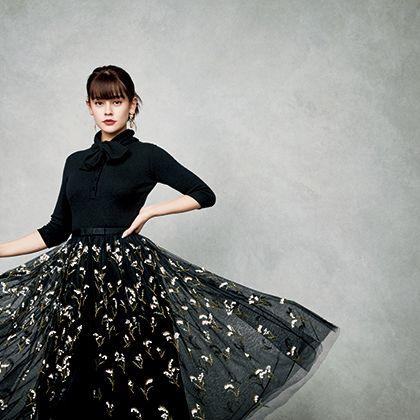 Clothing, Fashion model, Fashion, Dress, Fashion design, Shoulder, Design, Waist, Haute couture, Photography,