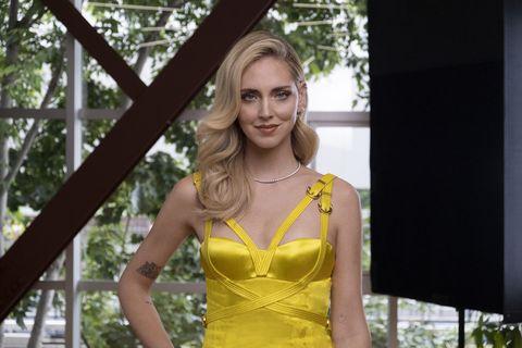 Yellow, Clothing, Beauty, Fashion, Fashion model, Blond, Model, Dress, Shoulder, Photo shoot,