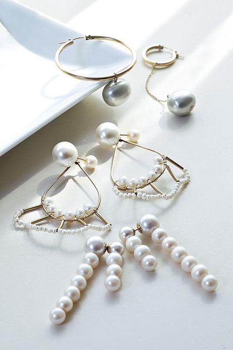 Pearl, Jewellery, Fashion accessory, Body jewelry, Gemstone, Silver, Earrings, Silver, Metal,