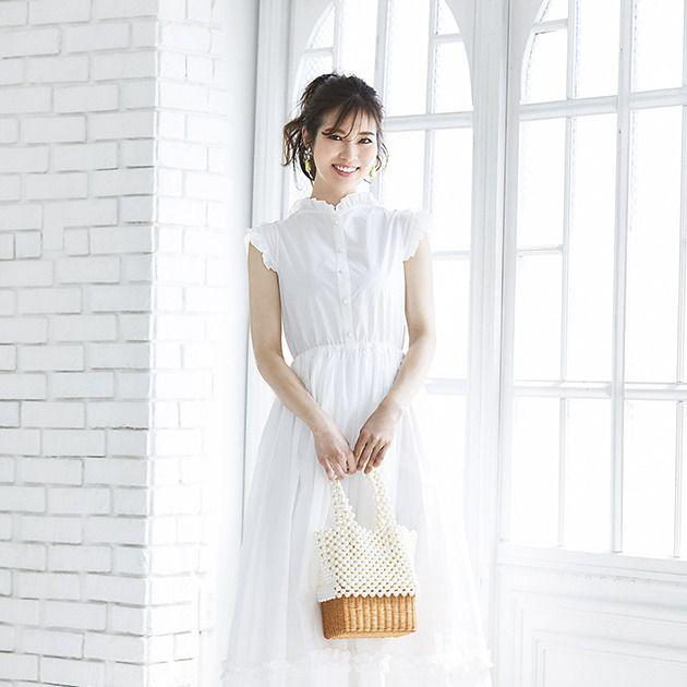 White, Clothing, Dress, Shoulder, Fashion, Neck, Day dress, Sleeve, Waist, Footwear,