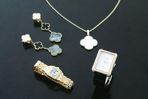 Jewellery, Pendant, Fashion accessory, Necklace, Chain, Locket, Body jewelry, Metal, Diamond, Gold,