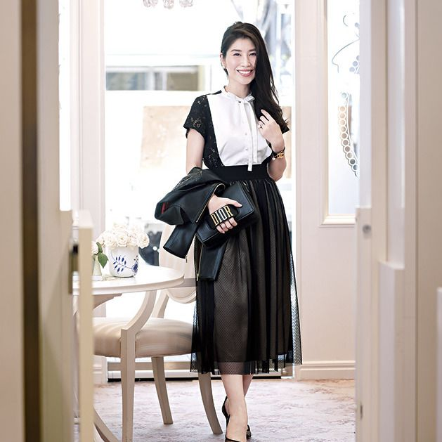 Clothing, Black, Waist, Street fashion, Fashion, Shoulder, Sleeve, Dress, Neck, Footwear,