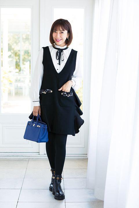 Clothing, Black, White, Outerwear, Snapshot, Fashion, Blazer, Formal wear, Collar, Suit,
