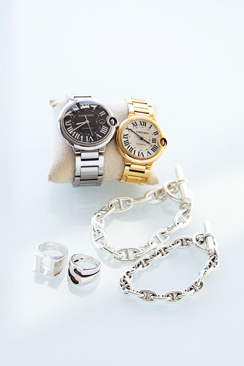 Watch, Product, Fashion accessory, Jewellery, Silver, Analog watch, Font, Chain, Metal, Silver,