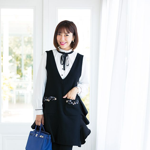 Clothing, Black, White, Outerwear, Snapshot, Formal wear, Blazer, Fashion, Suit, Collar,