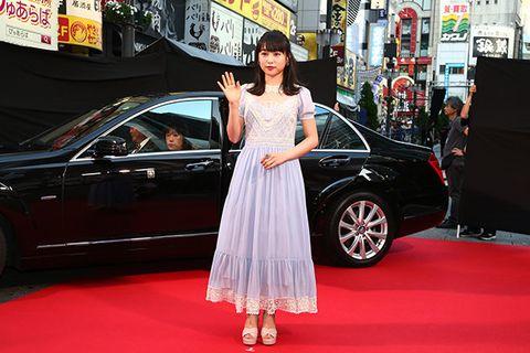 Land vehicle, Car, Luxury vehicle, Red carpet, Vehicle, Auto show, Beauty, Mid-size car, Automotive design, Premiere,