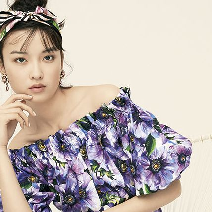 Clothing, Shoulder, Purple, Beauty, Headpiece, Hair accessory, Dress, Joint, Neck, Fashion accessory,