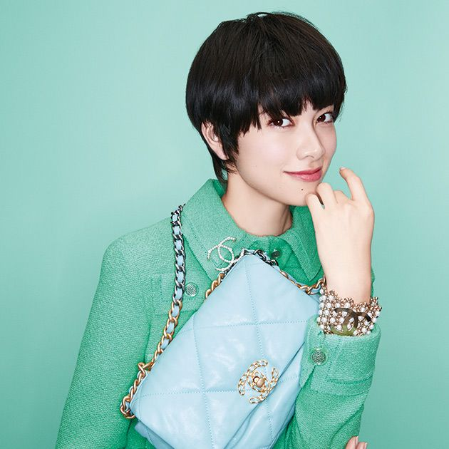 Hair, Green, Hairstyle, Bangs, Turquoise, Forehead, Bob cut, Outerwear, Cool, Neck,