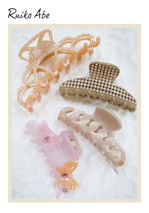 Fashion accessory, Font, Natural material, Pattern, Body jewelry, Jewellery, Beige, Pearl, Metal, Bracelet,