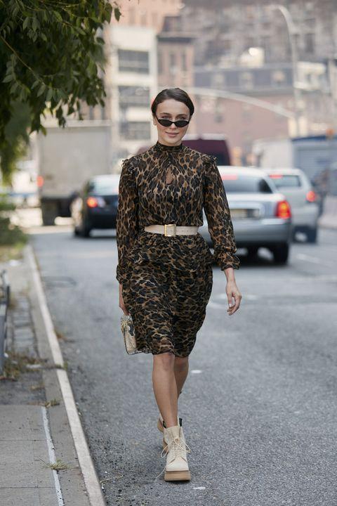 Clothing, Street fashion, Fashion, Fashion model, Dress, Eyewear, Snapshot, Footwear, Neck, Pencil skirt,