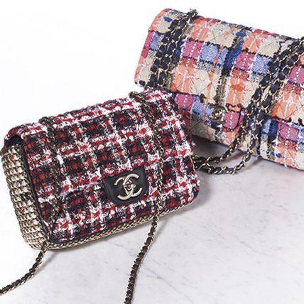 Bag, Fashion accessory, Plaid, Coin purse, Handbag, Design, Pattern, Tartan, Beige, Wristlet,
