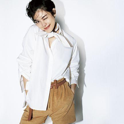 White, Clothing, Shoulder, Outerwear, Neck, Fashion, Beige, Sleeve, Jacket, Footwear,