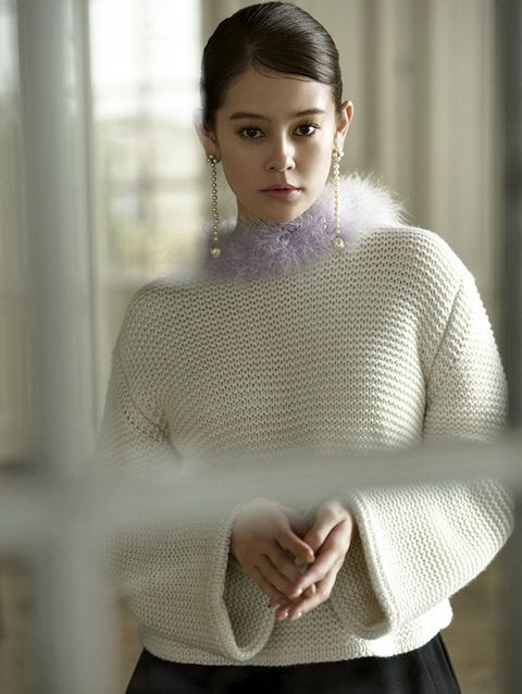 Clothing, White, Shoulder, Neck, Beauty, Wool, Fashion, Sweater, Outerwear, Lip,