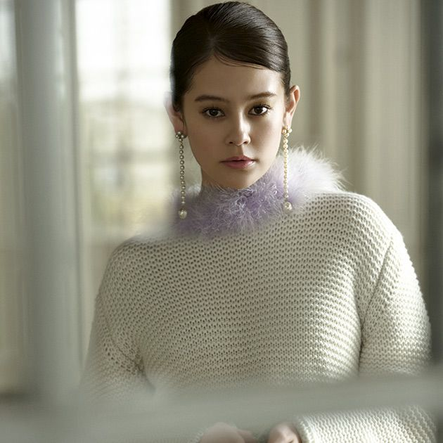 Clothing, White, Shoulder, Neck, Beauty, Fashion, Wool, Sweater, Lip, Outerwear,