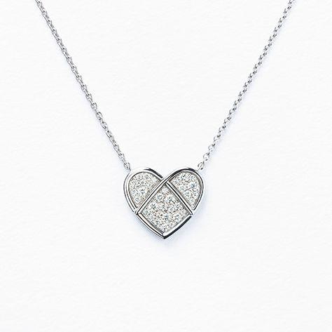 Jewellery, Necklace, Pendant, Locket, Fashion accessory, Chain, Silver, Heart, Body jewelry, Platinum,