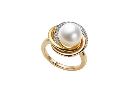 Jewellery, Pearl, Fashion accessory, Gemstone, Ring, Body jewelry, Natural material, Beige, Metal,